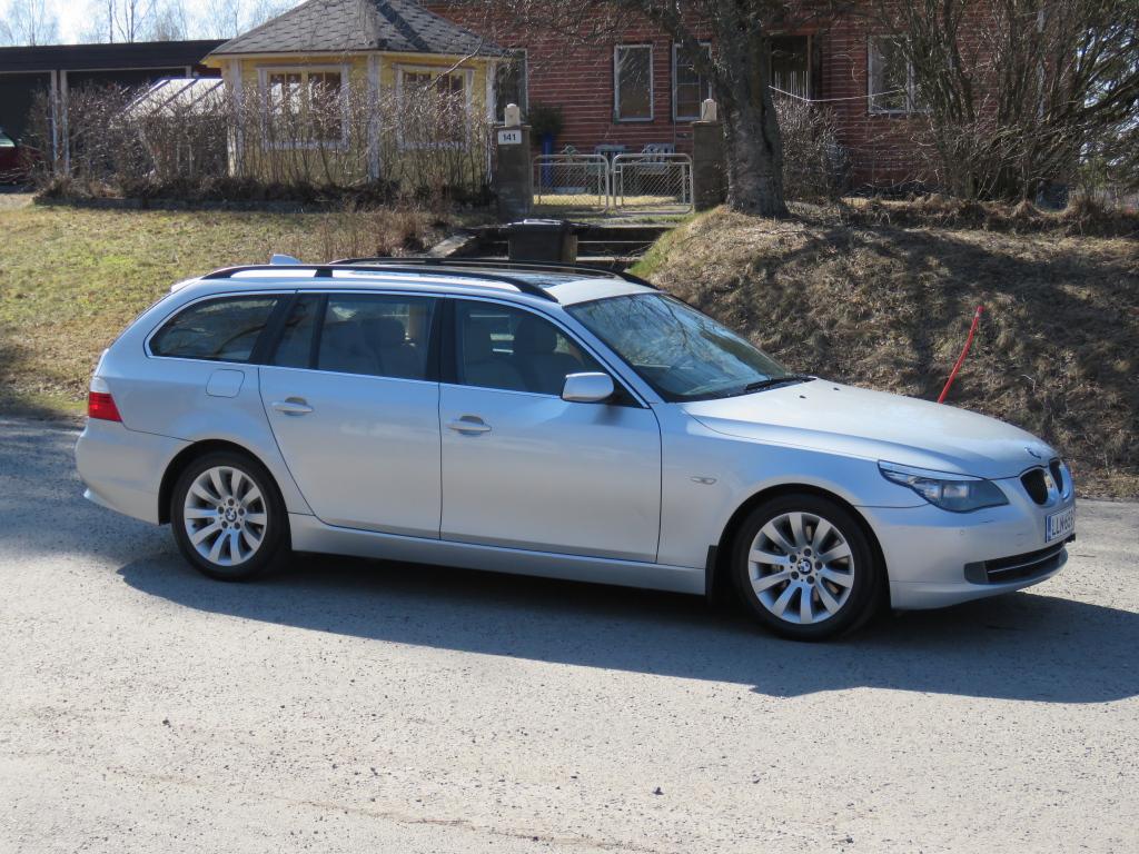 BMW 525 3.0 Diesel Touring 3.0d LCI manual 6-Vaih. Sportpenkit panorama yms