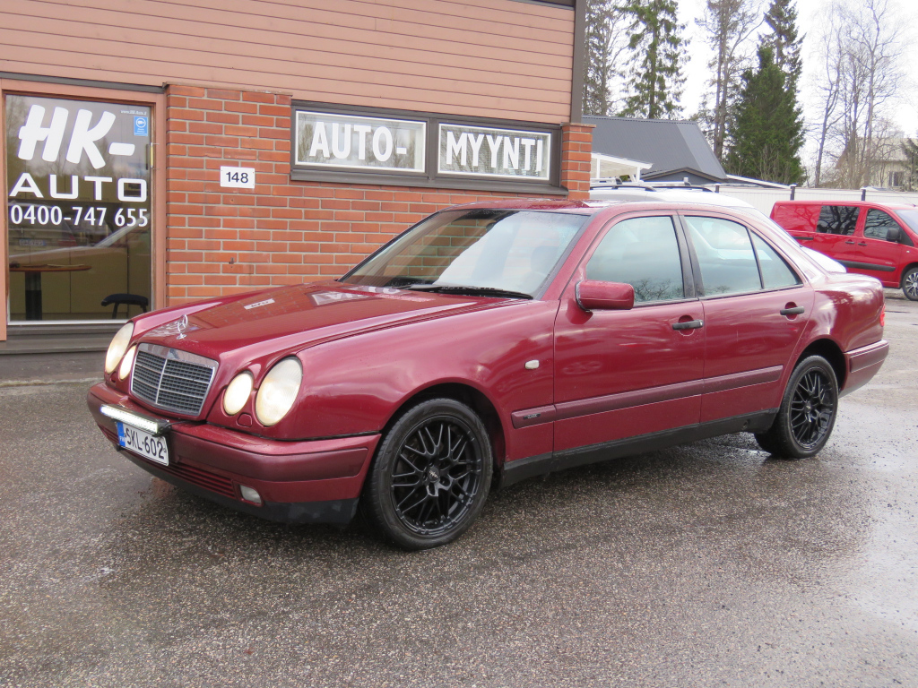 Mercedes-Benz E 4D SEDAN E 200 CDI manual