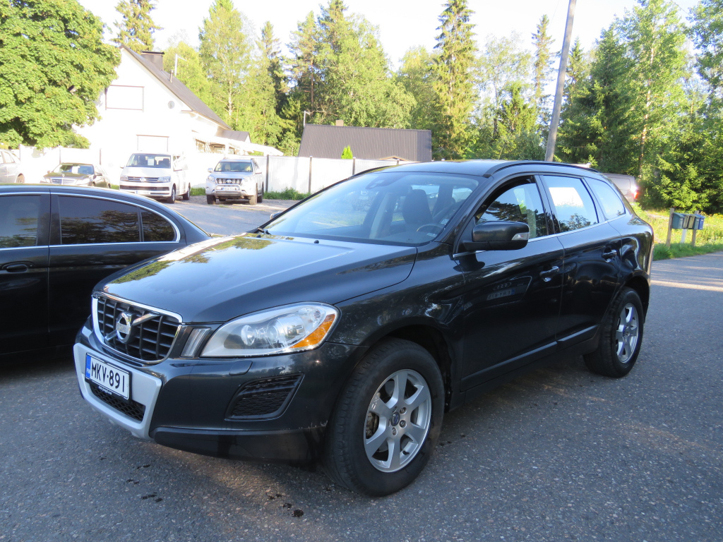Volvo XC60 2.4 D3 AWD Momentum Business A