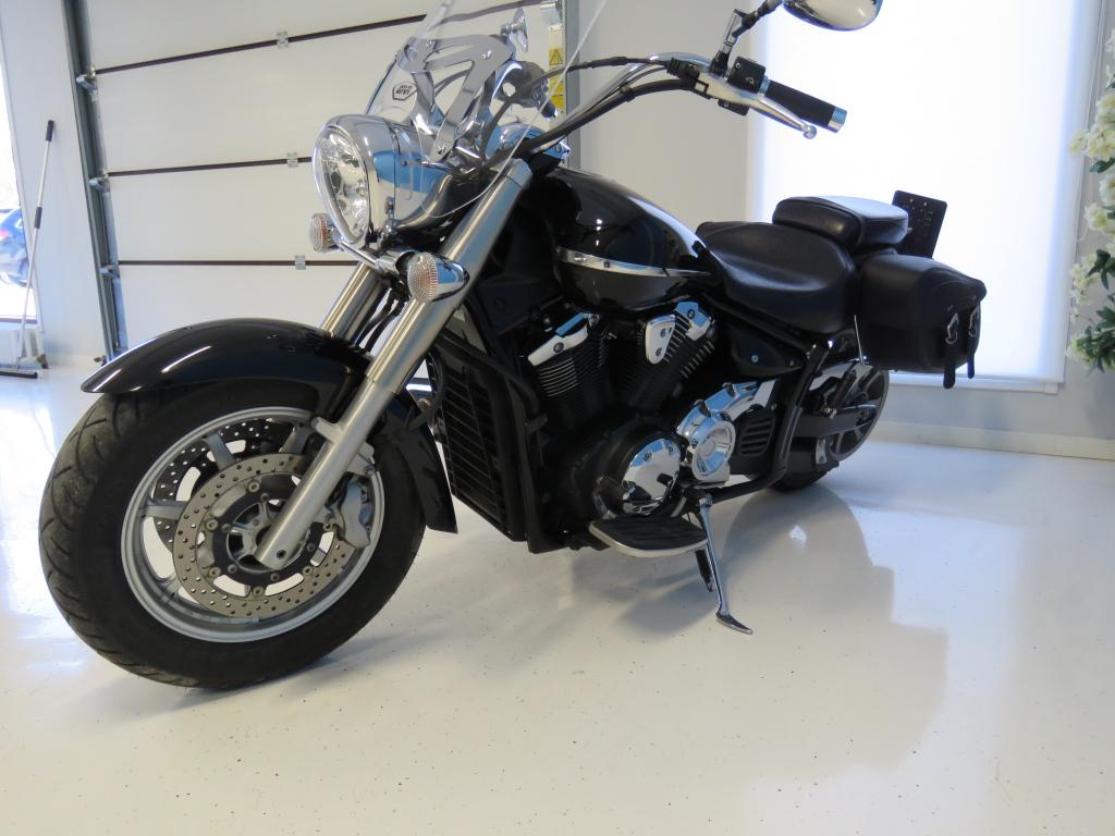 Yamaha XVS 1300 A Midnight Star Custom