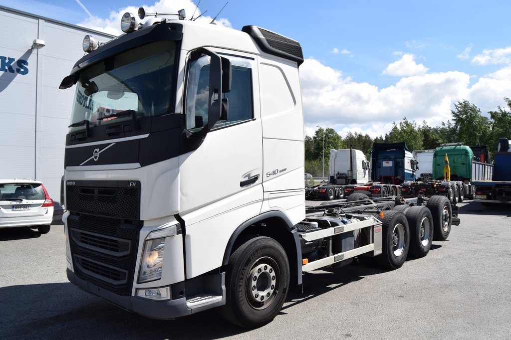 Volvo FH540 8x4 Tridem Kysy päälirakennettuna vm 2014
