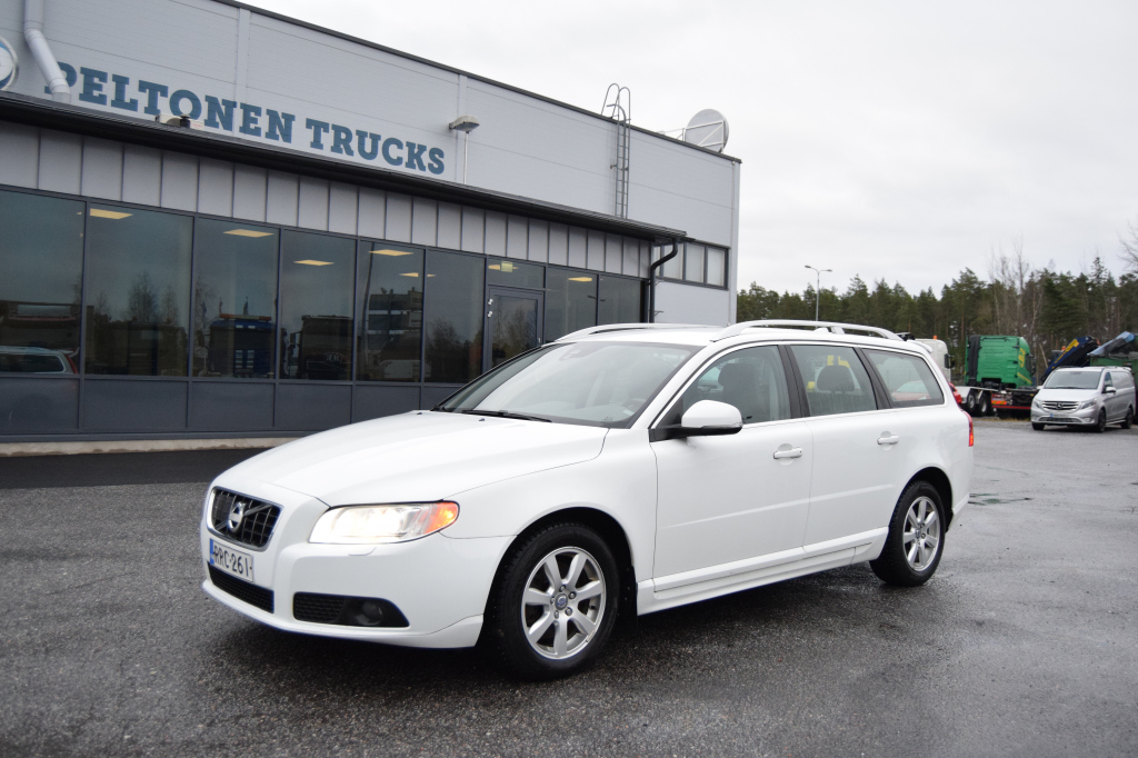 Volvo V70 Farmari (AC) 4ov 1984cm3 A year model 2013
